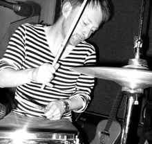 Thom_yorke_drummer